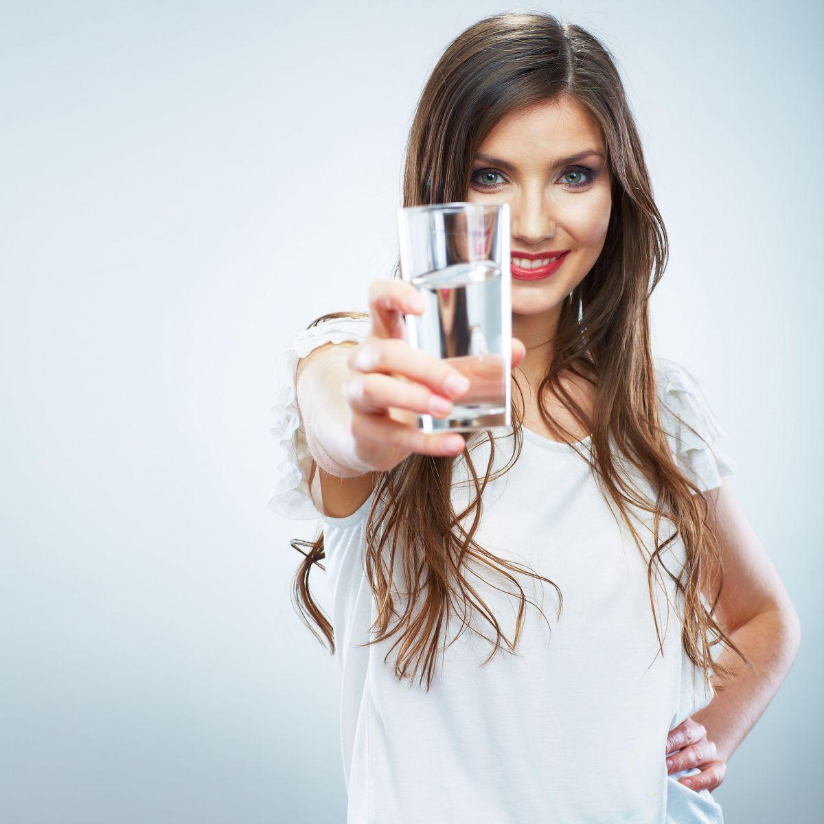 Image result for uống nước đầy đủ